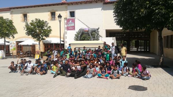 Visita de 80 niños saharauis al parque de Senda Viva en la ribera de Navarra