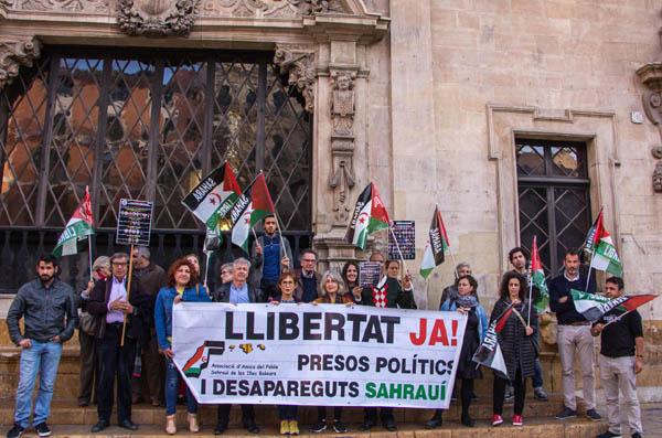 Muchas gracias a todas todos los que ayer nos acompañasteis a la concentración de apoyo y solidaridad con los presos políticos saharauis en huelga hambre