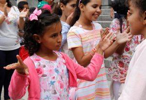 niñas saharauis bailando