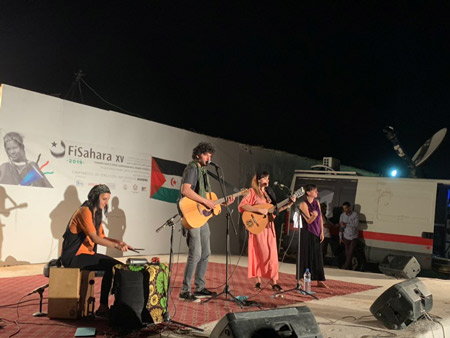 Momento de la actuación de Rozalen y colectivo panamera